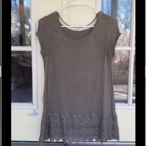 Green/gray casual top w/ detailing at bottom sz S